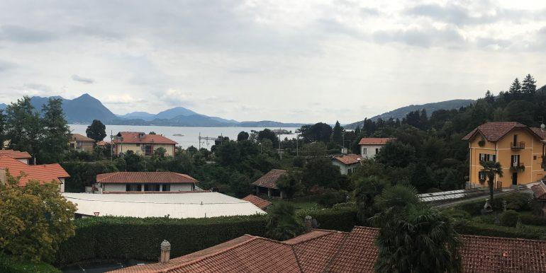 Affittiamo Attico bilocale con vista lago